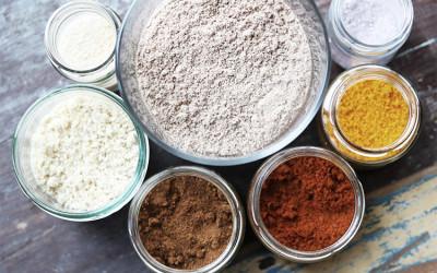 Getrocknete Gewürz-  und Kräuterpulver