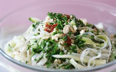 Zucchini-Bandnudeln