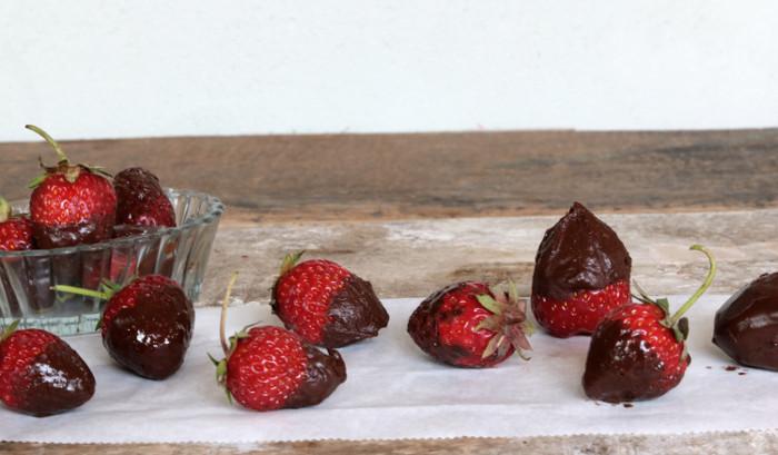 Erdbeeren mit Schokohäubchen