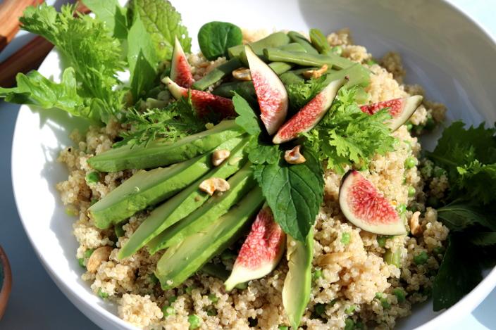 Grüner Quinoasalat mit frischen Feigen