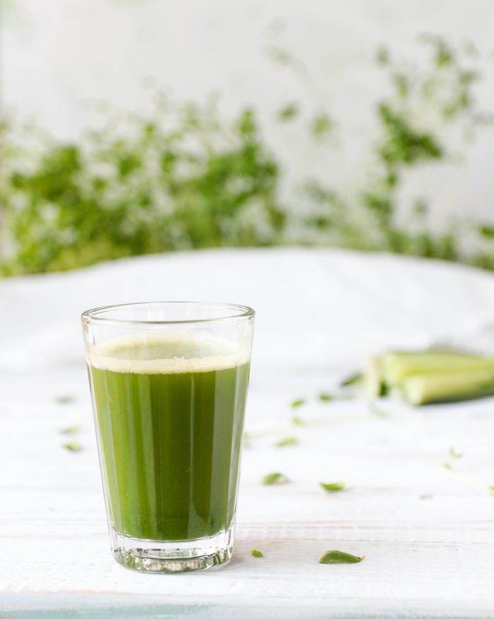 Grüner Gemüse-Mikrogrün-Saft