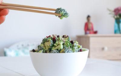 Roh veganer Brokkolisalat
